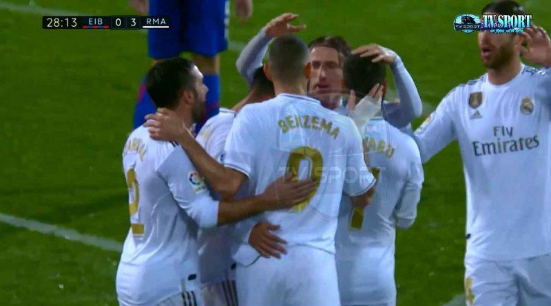 ريال مدريد يواصل الاستعراض وينتصر بالأربعة