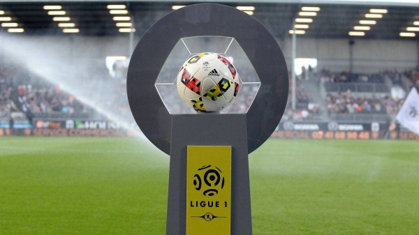 الرابطة الفرنسية لكرة القدم تقرّر تعليق مباريات الدرجتين الأولى والثانية